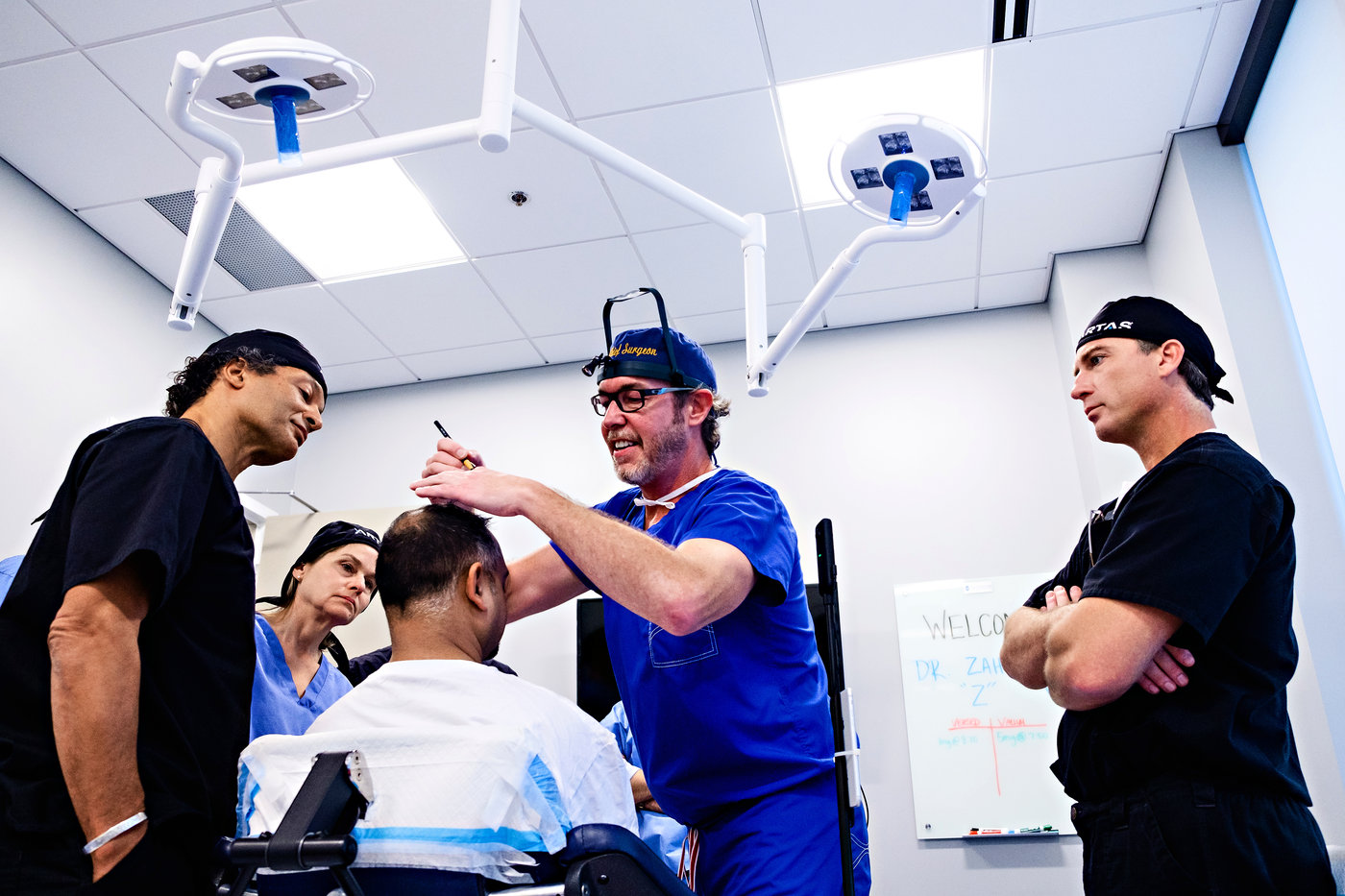 Dr. Ken Anderson teaches a Masters' Class at the American Academy of Hair Restoration Surgery (AAHRS) in Alpharetta, GA in 2019.